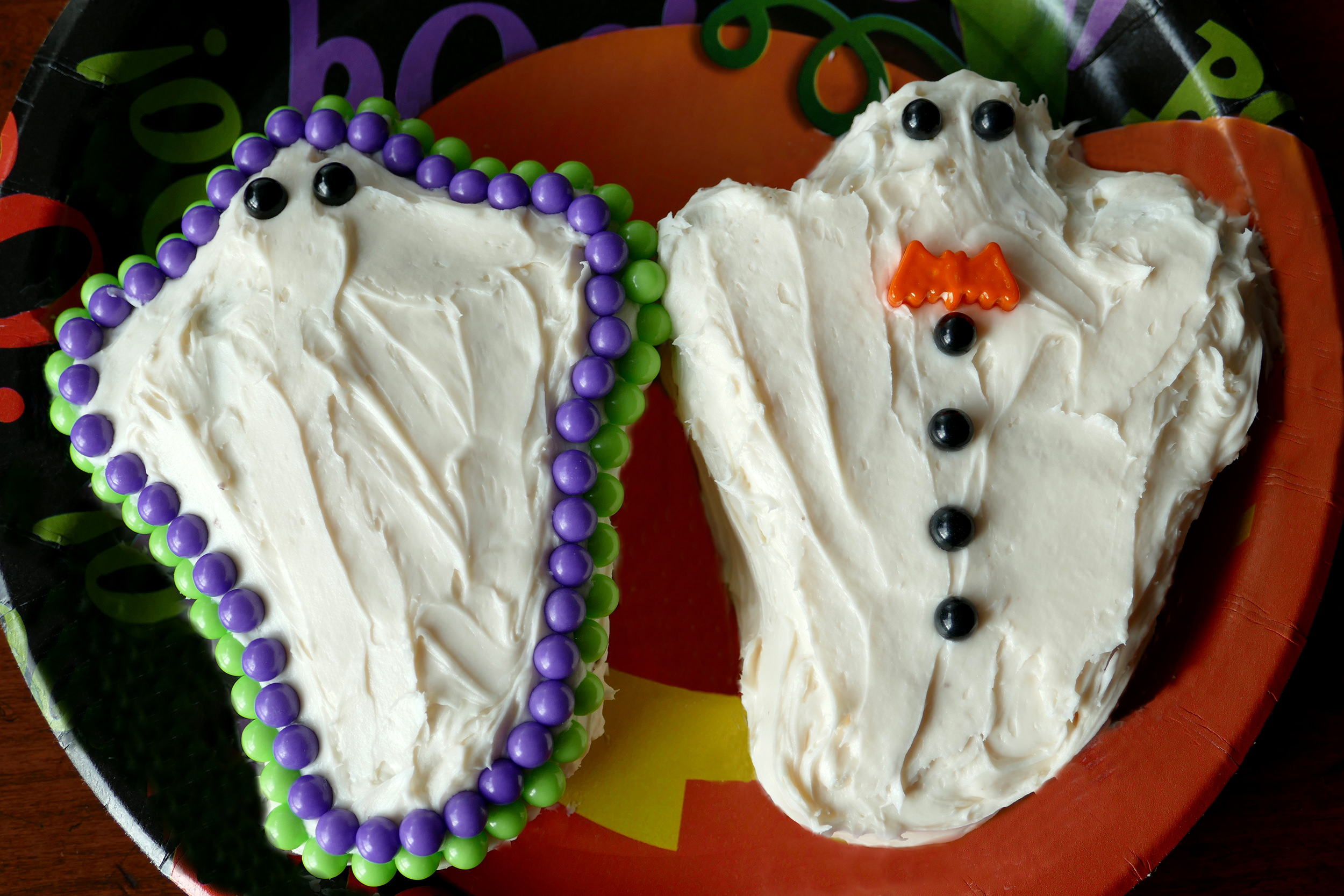 ghost-cupcakes-to-get-you-in-the-halloween-mood-katherine-chloe-cahoon-a