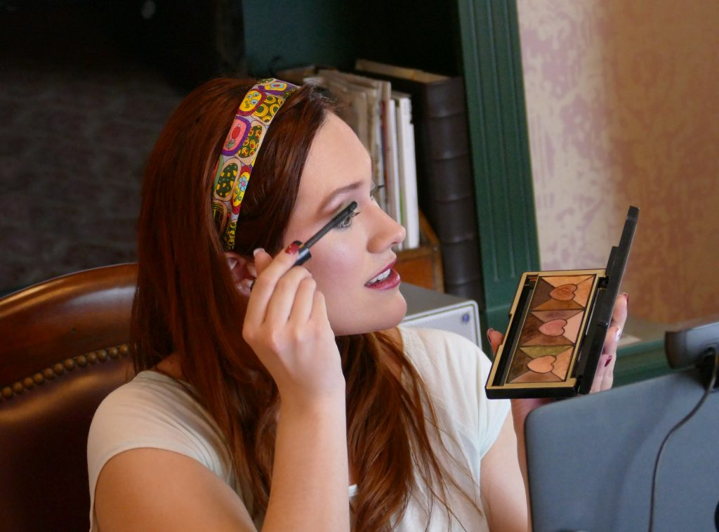 Live-Streaming Interactive Lifestyle Shows - Makeup